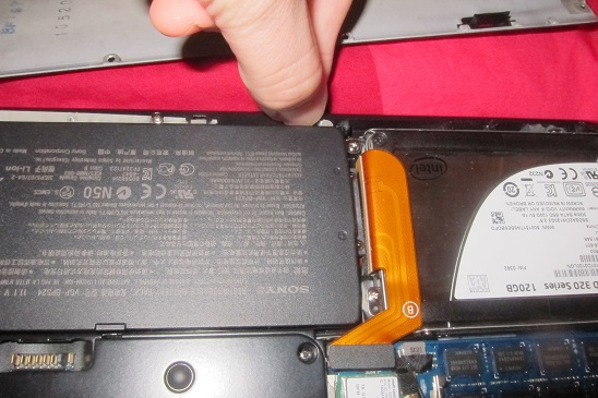 Removing the battery on the Sony Vaio VPCSA